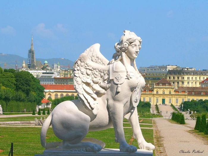 statue_at_belvedere_palace (700x525, 62Kb)