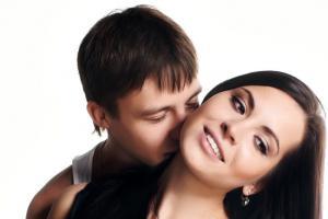 Почему мужчина нюхает волосы у женщины