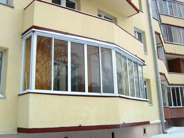 Что лучше: купить квартиру в новостройке с застекленным балконом или нет?