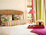 ������ bedroom-with-colorful-stripes-620x465 (620x465, 73Kb)