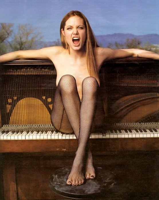 5. Анджелина Джоли (555x700, 340Kb)