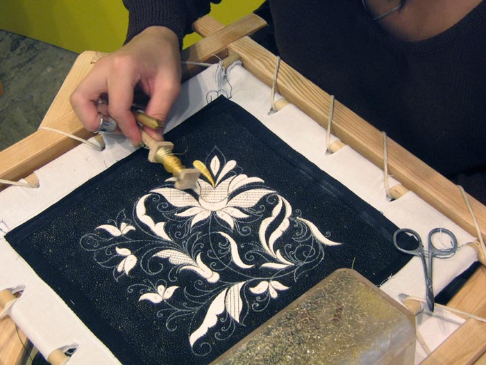 Как сделать вышивку на коже самому