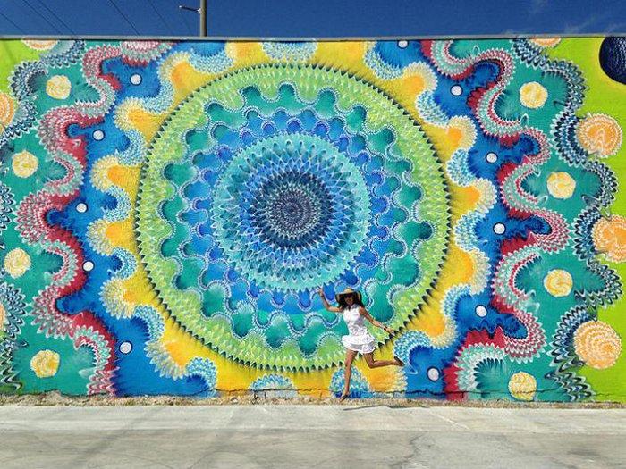 уличные граффити Дугласа Хокзема 6 (700x525, 500Kb)