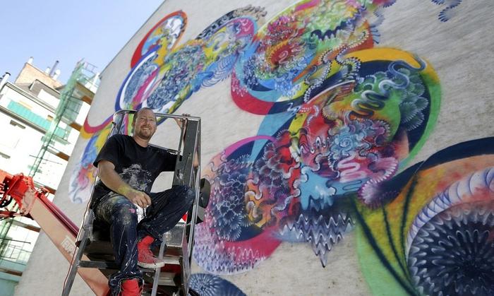 уличные граффити Дугласа Хокзема 10 (700x419, 344Kb)