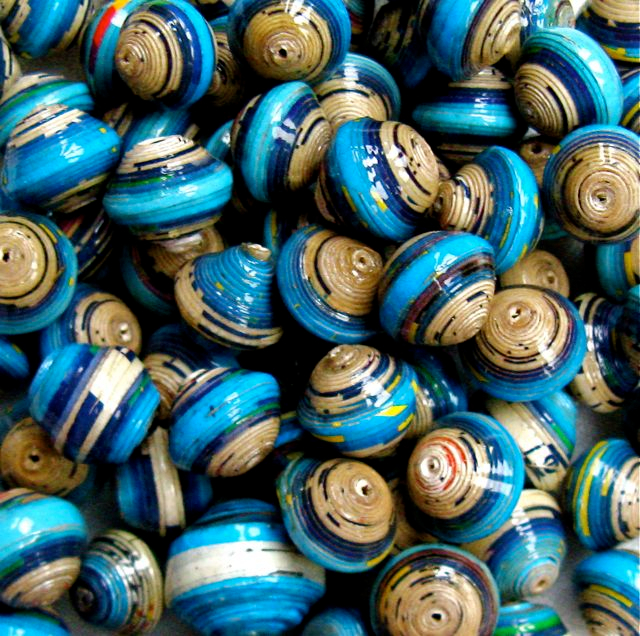 Recycled Magazine beads (640x636, 565Kb)