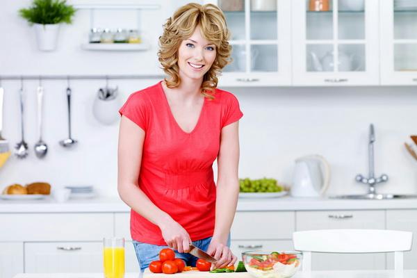 femeie-pranz-alimente(1)[1] (600x400, 169Kb)