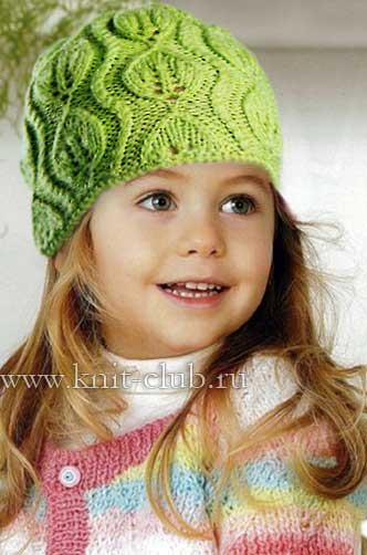 Зеленая вязаная шапочка для