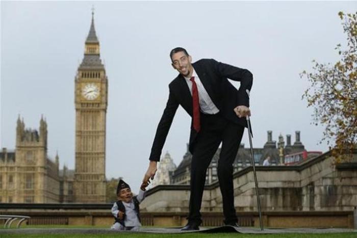 В Лондоне встретились самые маленький и высокий люди в мире