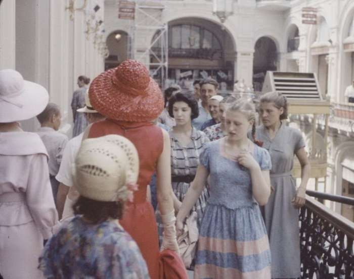 маникенщицы кристиан диор в советской москве 8 (700x553, 268Kb)
