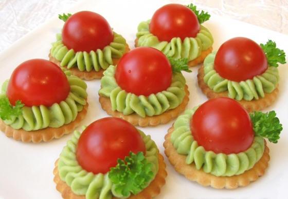 Zakuska-s-avokado-i-pomidorami-cherri (560x388, 136Kb)