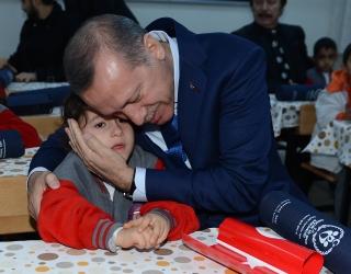 prezident-turcii-redzhep-jerdogan-i-mal'chik (320x250, 64Kb)