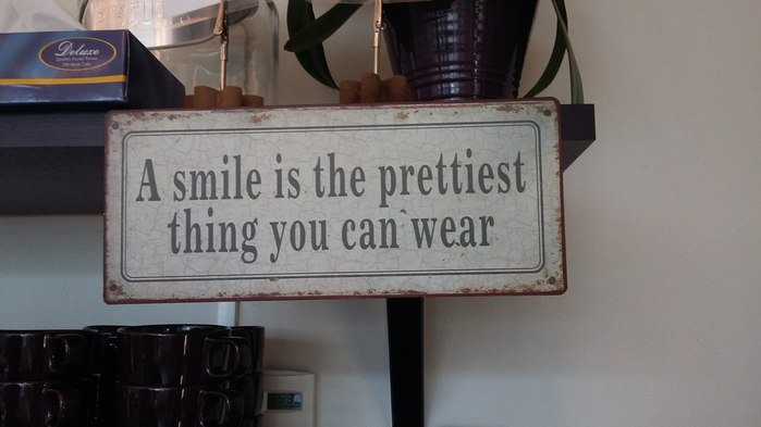 Smile is the prettiest thing you can wear (700x393, 44Kb)