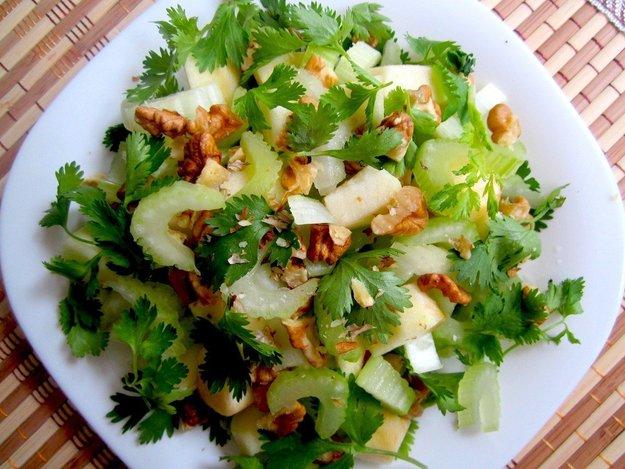 Зеленые салаты с орехами рецепты с