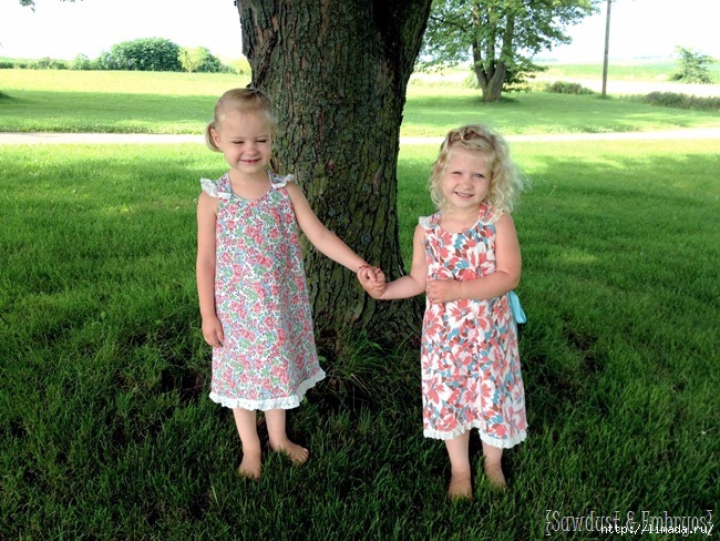 Easy-wrap-around-dresses-for-little-girls...-tutorial-and-free-PDF-pattern-Sawdust-and-Embryos (650x488, 307Kb)