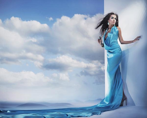 Фото девушки в голубом