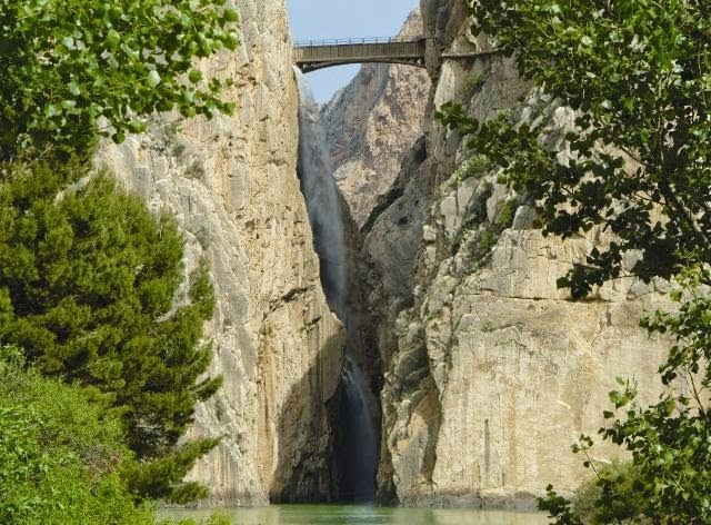6. Ущелье Gaitanes (640x472, 350Kb)