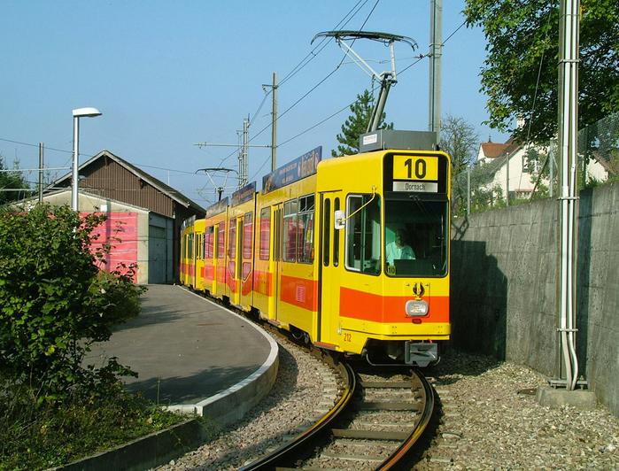 базельский трамвай фото 2 (700x532, 527Kb)