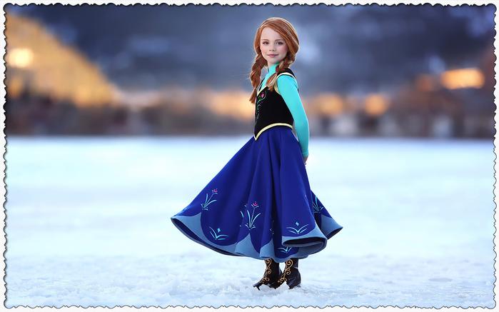 Шаблон для фотошопа - Рыжая девочка в красивом платье (700x437, 213Kb)