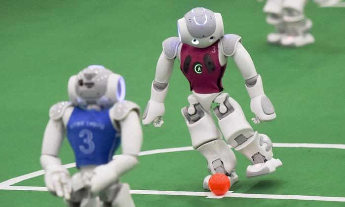 роботы играют в футбол 1 (700x420, 223Kb)