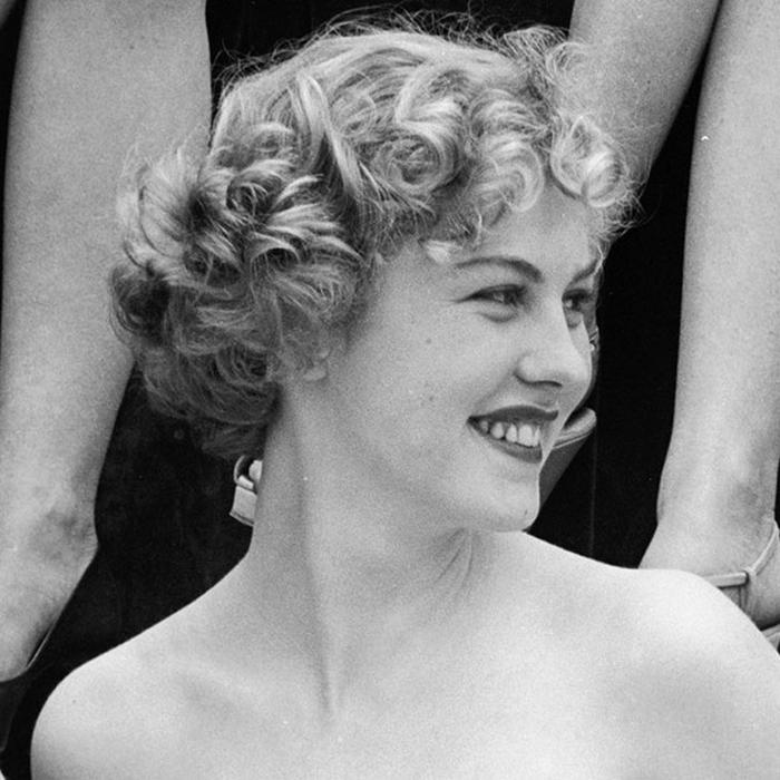 Арми Куусела, Финляндия. «Мисс Вселенная — 1952». 18 лет, рост 165 см. (700x700, 266Kb)