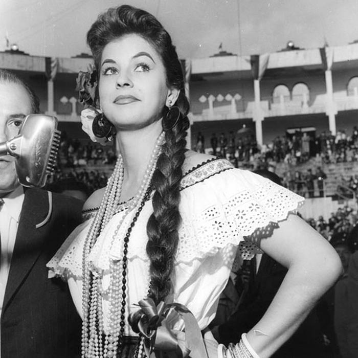 Лус Марина Сулуага, Колумбия. «Мисс Вселенная — 1958». 20 лет, рост 161 см. (700x700, 251Kb)