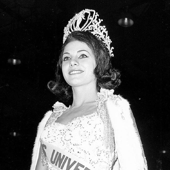 Йеда Мария Варгас, Бразилия. «Мисс Вселенная — 1963». 19 лет, рост 167 см. (700x700, 255Kb)