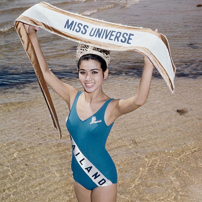 Aпасра Хонгсакула, Таиланд. «Мисс Вселенная — 1965». 18 лет, рост 164 см. (700x700, 535Kb)