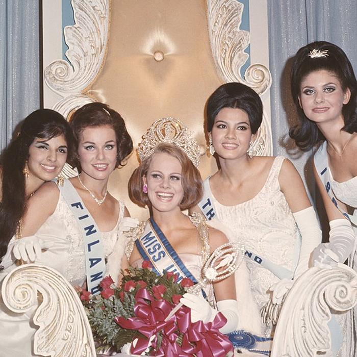 Маргарета Арвидссон, Швеция. «Мисс Вселенная — 1966». 21 год, рост 173 см. (700x700, 515Kb)