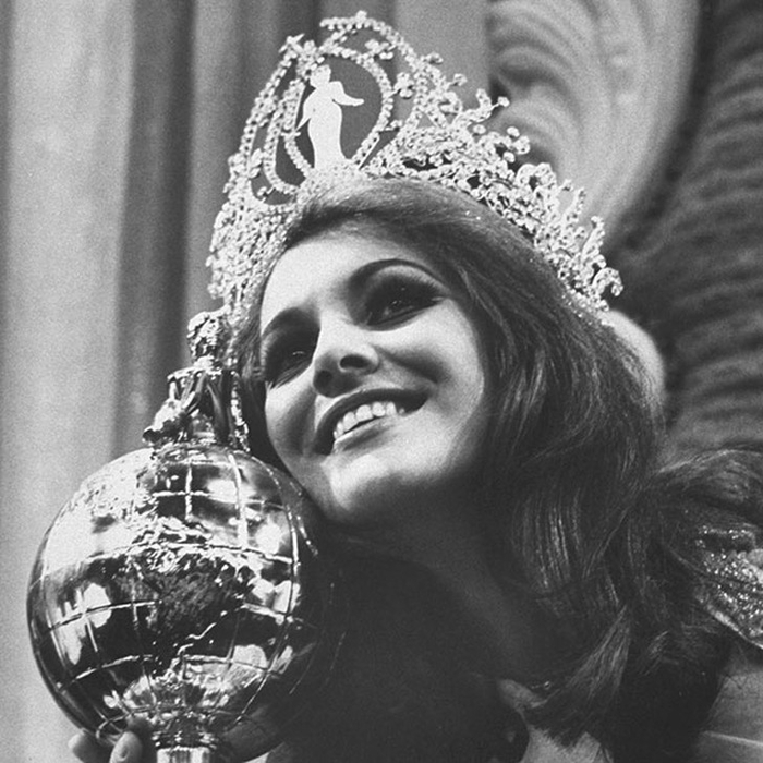 Марта Васконселлос, Бразилия. «Мисс Вселенная — 1968». 20 лет, рост 172 см. (700x700, 284Kb)