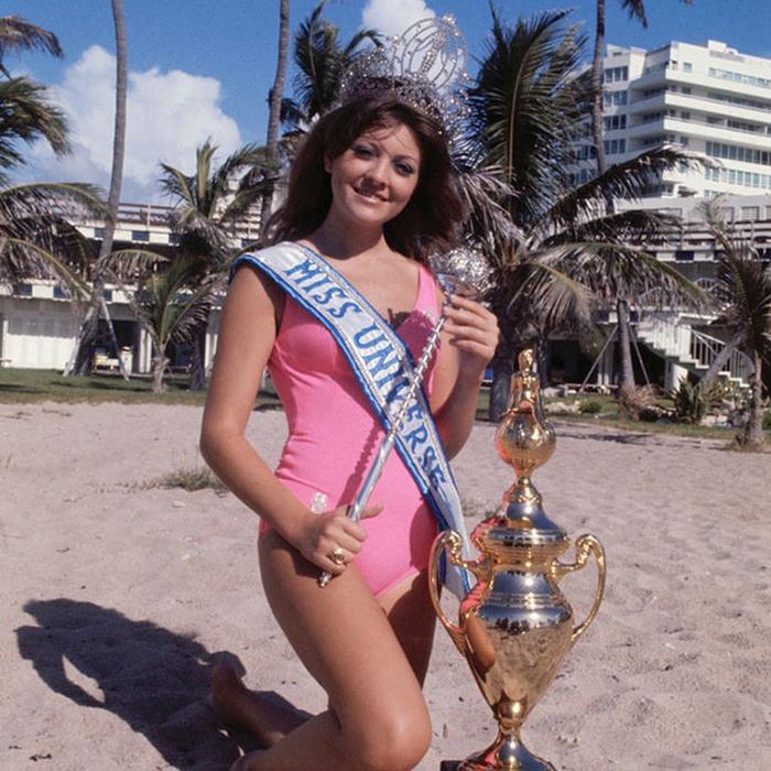 Георгина � иск, Ливан. «Мисс Вселенная — 1971». 18 лет, рост 173 см, параметры фигуры 89−61−89. (700x700, 526Kb)