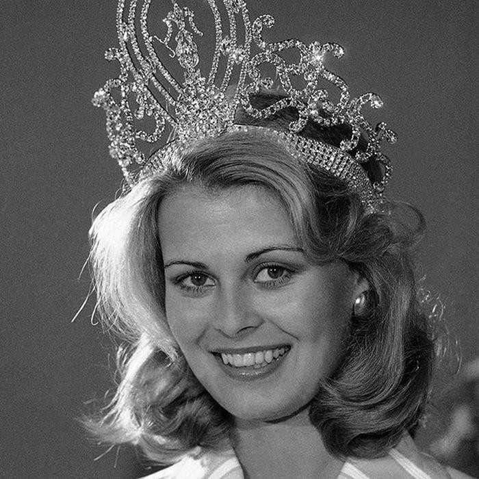 Анна Мария Похтамо, Финляндия. «Мисс Вселенная — 1975». 20 лет, рост 175 см. (700x700, 349Kb)