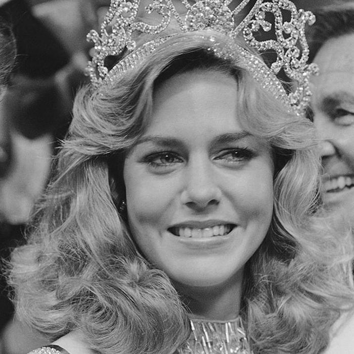 Шон Уизерли, США. «Мисс Вселенная — 1980». 20 лет, рост 173 см, параметры фигуры 89−63,5−89. (700x700, 297Kb)
