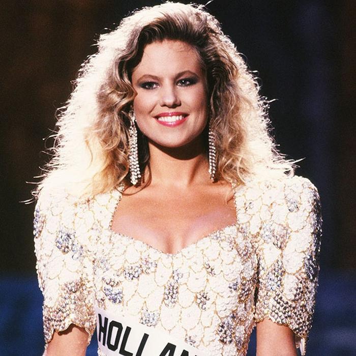 Ангела Виссер, Нидерланды. «Мисс Вселенная — 1989». 22 года, рост 175 см, параметры фигуры 90−62−96. (700x700, 526Kb)