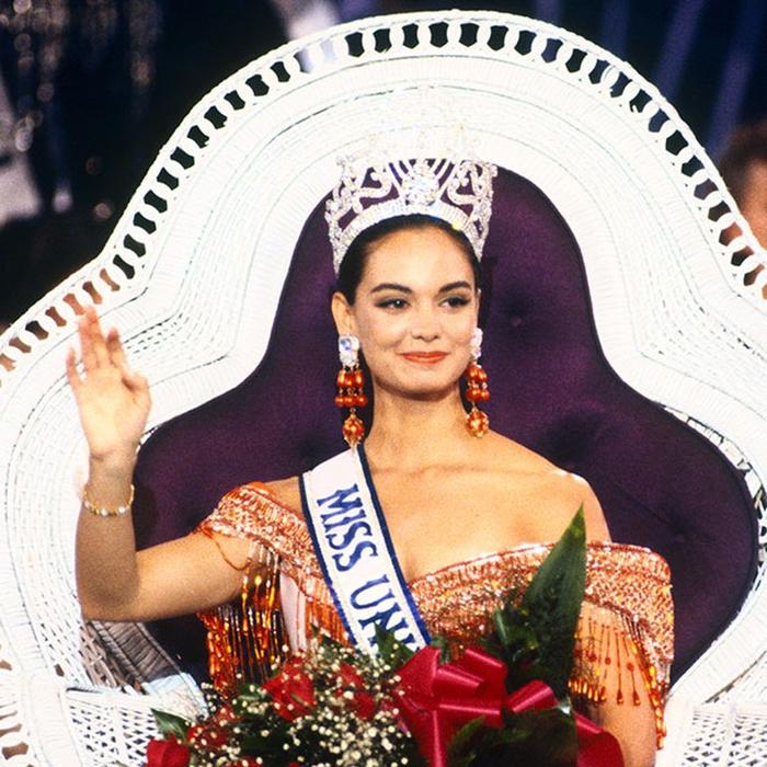 Лупита Джонс, Мексика. «Мисс Вселенная — 1991». 22 года, рост 173 см. (700x700, 566Kb)