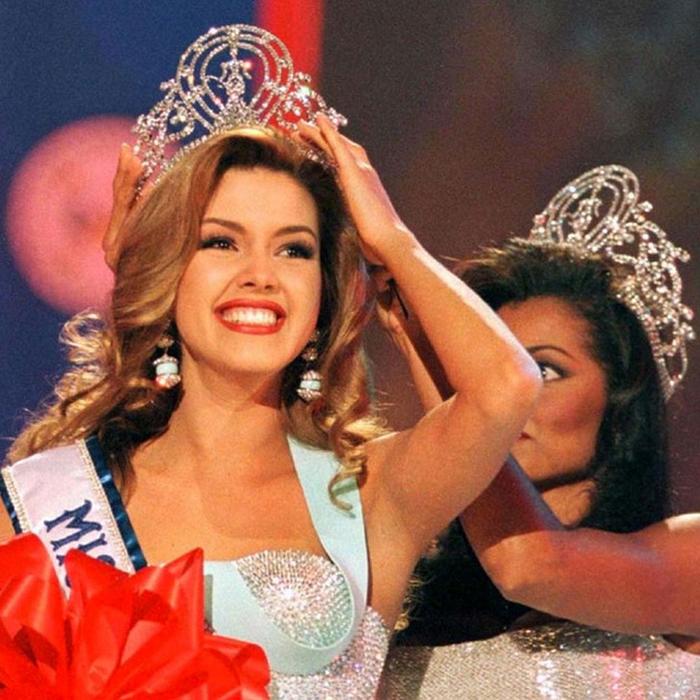 Алисия Мачадо, Венесуэла. «Мисс Вселенная — 1996». 19 лет, рост 173 см. (700x700, 500Kb)