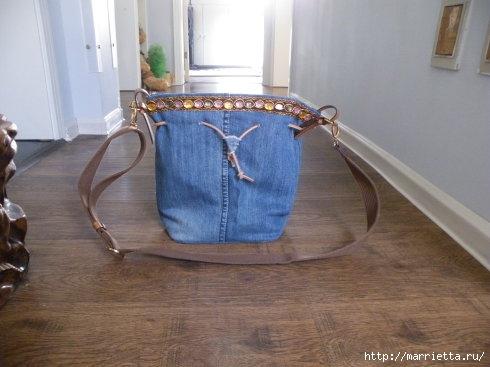 Сумка в спортивном стиле из старых джинсов (3) (490x367, 92Kb)