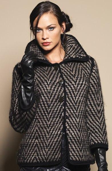 Короткое пальто спицами жаккардовым узором (6) (392x600, 205Kb)