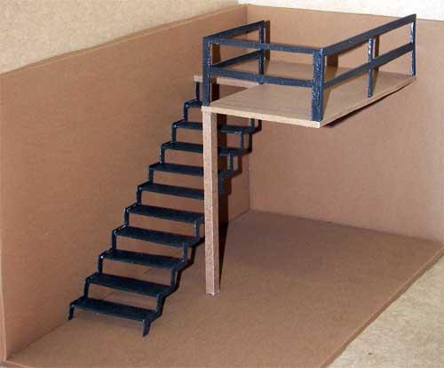 Второй этаж и лестница