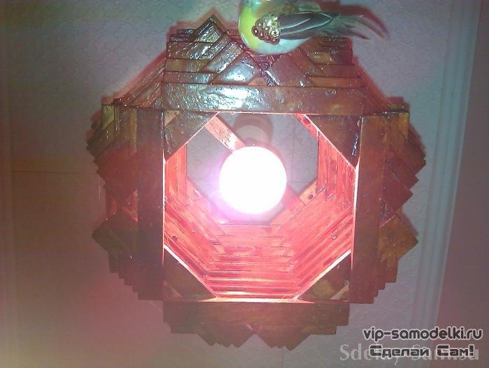 1313400395_svetilnik-lustra-iz-dostochek3 (700x527, 57Kb)