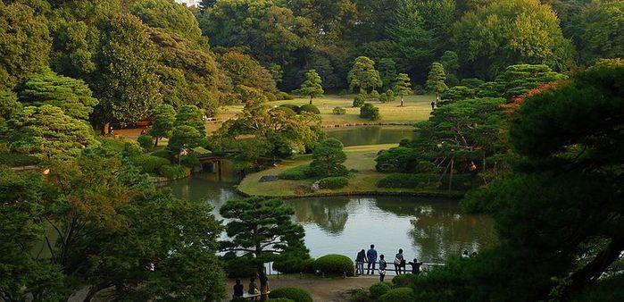 800px-Rikugien-10-2009-fujishirotoge02 (700x338, 67Kb)