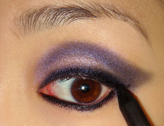 pink-blue-smoky-eye-makeup-tutorial-step4 (550x424, 59Kb)