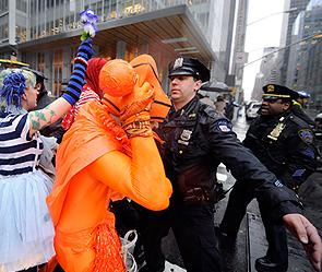 Аресты в Нью-Йорке (295x249, 109Kb)