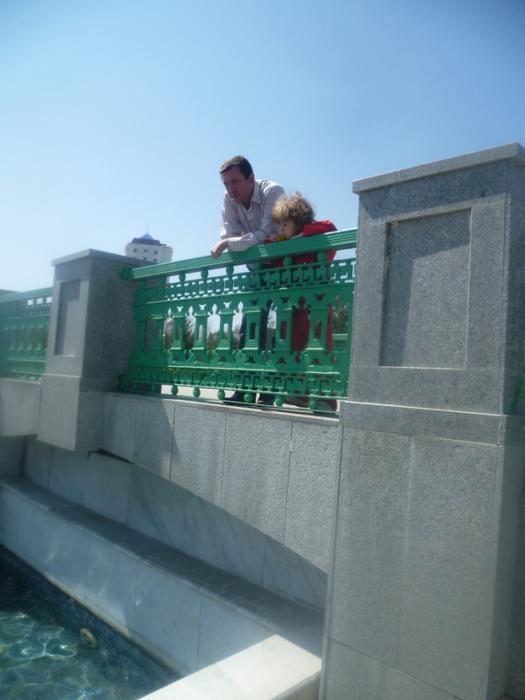 на мосту/4587378_390_na_mosty (525x700, 217Kb)