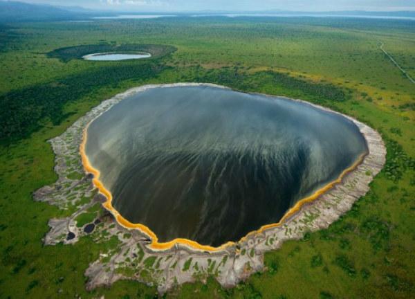 озеро в кратере вулкана (600x432, 71Kb)