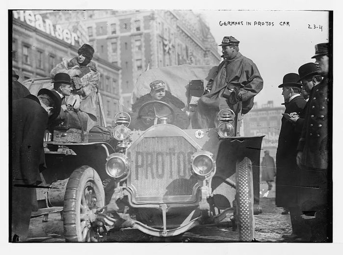800px-New_York_to_Paris_race_Germans_in_Protos_car%2C_New_York (700x519, 66Kb)