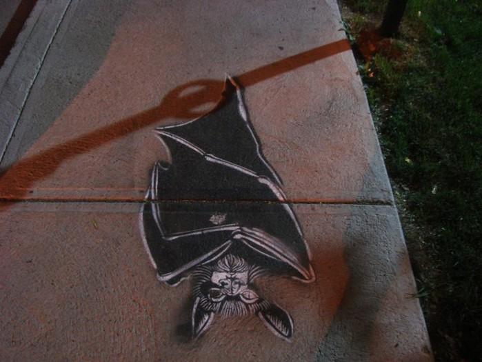 Граффити стрит-арт художника Roadsworth 29 (700x525, 88Kb)