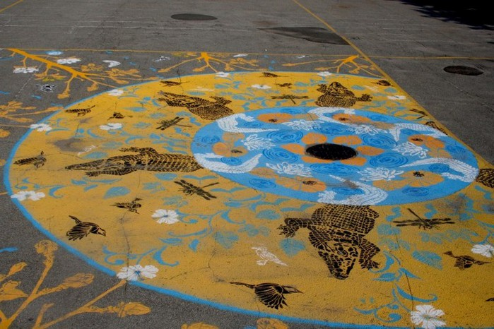Граффити стрит-арт художника Roadsworth 49 (700x466, 109Kb)
