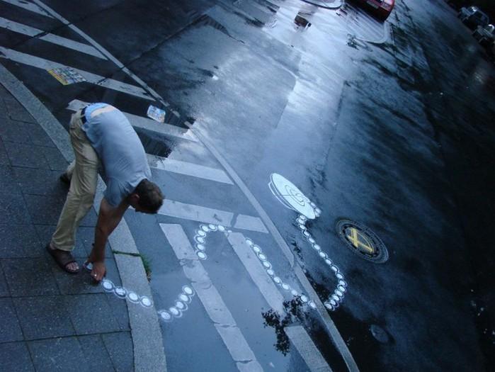 Граффити стрит-арт художника Roadsworth 61 (700x525, 90Kb)
