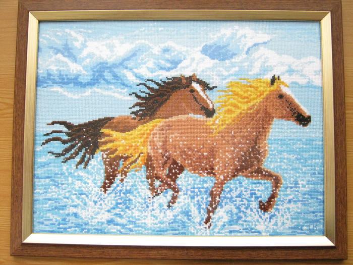 Вышивка лошади из моря 19