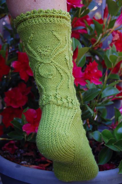 Вязание носков с пауком